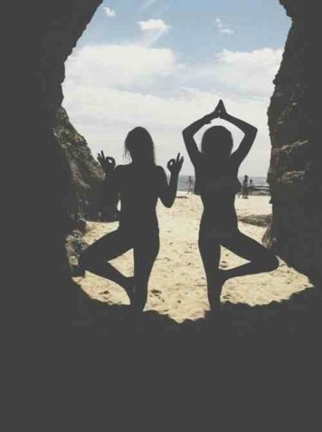 beach-friends-pose-summer-Favim.com-1997305