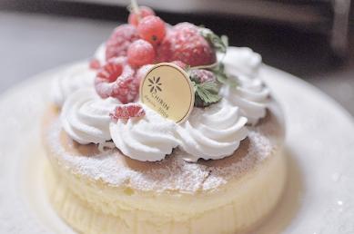 berries-cake-cute-delicious-Favim.com-886739