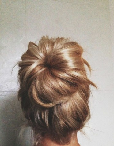 blonde-bun-hair-messy-Favim.com-2265728
