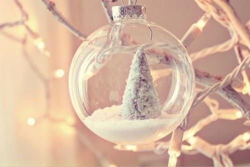 christmas-christmas-tree-snow-snowglobe-Favim.com-1573361