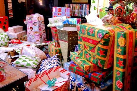 christmas-gifts-present-winter-